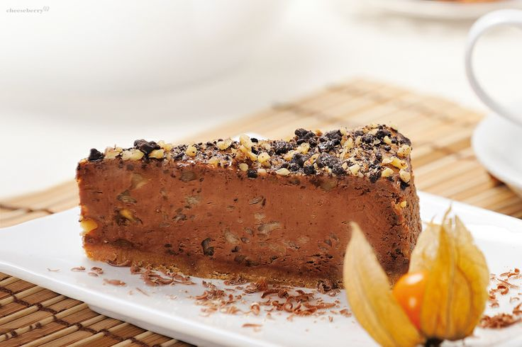 """Chocolate and Walnuts Cheesecake Walnut and dark chocolate pieces added fresh and original """"sound"""" classic chocolate cheesecake and successfully emphasize its advantages."""