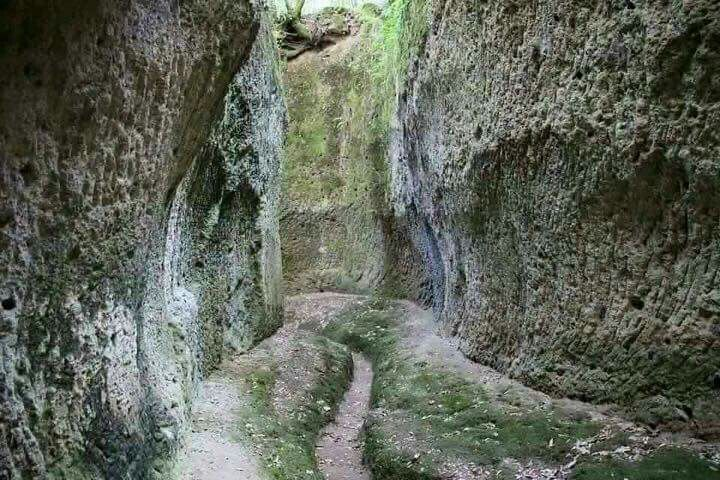 Vie Cave di Sorano (GR) vie Etrusche