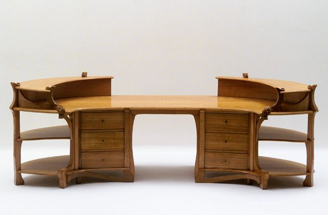 Henry Van De Velde (1863-1957) - Desk. Carved Wood. Circa 1898.
