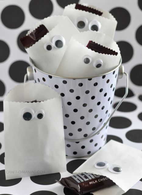 paper ghost favor bags, I am all about the googly eyes!