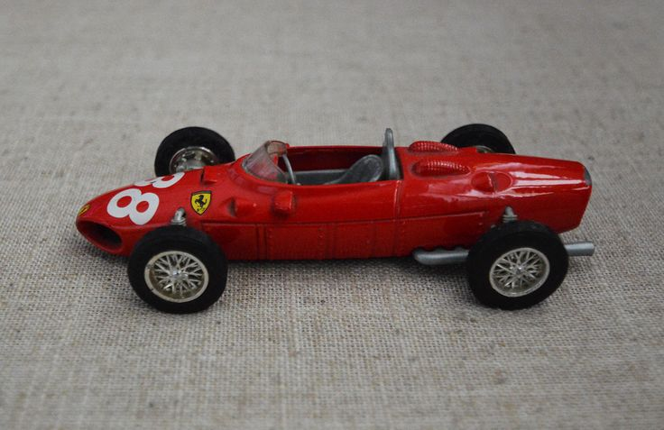 Ferrari 1961 156 F1 Scale 1/35 No. 38 Red Metal Toy Car Racing Sport
