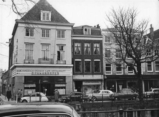 Utrechts Archief: De winkelwoonhuizen Oudegracht 114-hoger te Utrecht met chinees restaurant Drakenburch, 1958