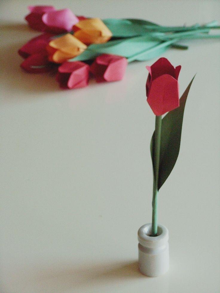 【色画用紙のチューリップ】 #ハンドメイド #クラフト | ペーパーフラワー 壁、色画用紙、画用紙 花