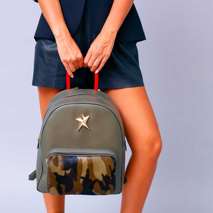 Rucsac de dama Mineli Army realizat din piele naturală kaki și ponei army, este ideal…