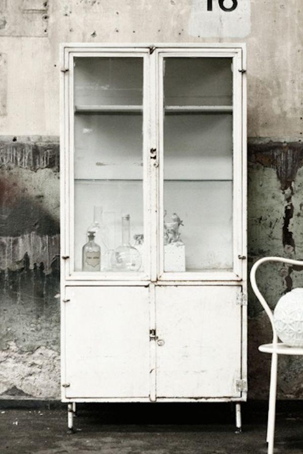 Vintage Medical Cabinet guardado metal blanco