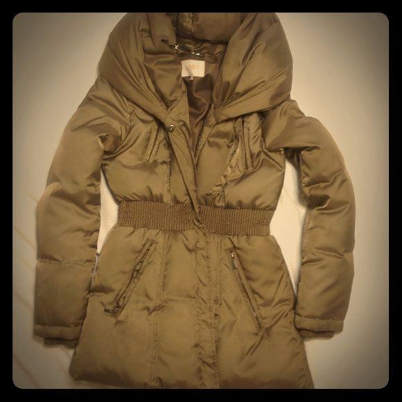 Laundry by Shelli Segal Puffer jacket Super warm puffer jacket by laundry by shelli segal in a neutral beige color. Laundry by Shelli Segal Jackets & Coats Puffers
