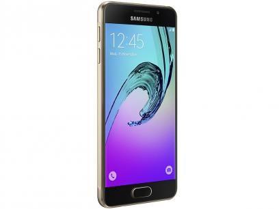 """Smartphone Samsung Galaxy A3 2016 16GB Dourado - Dual Chip 4G Câm. 13MP + Selfie 5MP Tela 4.7"""" HD com as melhores condições você encontra no Magazine Vitrinedorelogio. Confira!"""