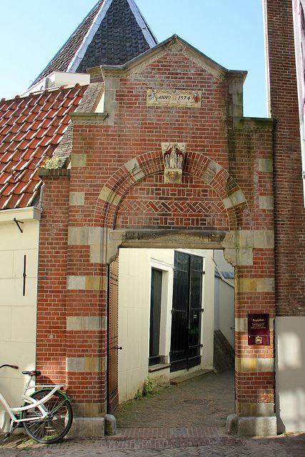 Begijnhof (beguinage) gate, Amsterdam