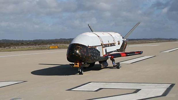 Un misterioso avión espacial militar de EE.UU. lleva 600 días en órbita El avión espacial X-37B de la Fuerza Aérea de los Estados Unidos ha pasado 600 días en órbita terrestre en su actual misión y se acerca al récor... http://sientemendoza.com/2017/01/31/un-misterioso-avion-espacial-militar-de-ee-uu-lleva-600-dias-en-orbita/