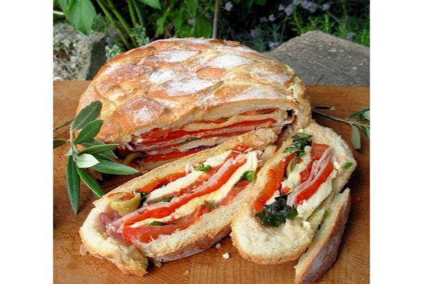 今回見つけたうまそなレシピは、ブールというフランスパンで作る「パン・バーニャ ~ニース風サンドイッチ~」です。大きなパンをくりぬ...