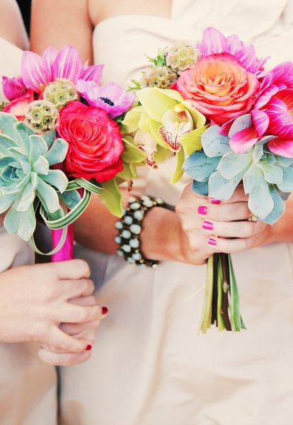 Bright bridal bouquets are perfect for summer months. #summerwedding