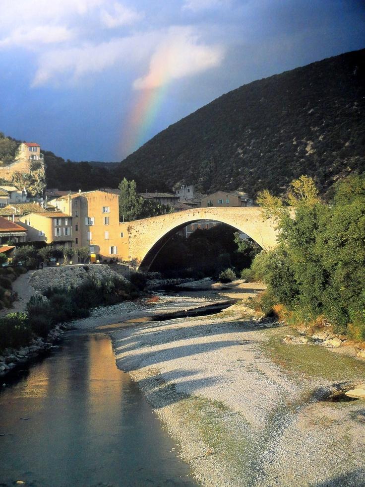 Les 40 meilleures images propos de nyons drome provencale sur pinterest champs de lavande - Pont royal en provence office du tourisme ...