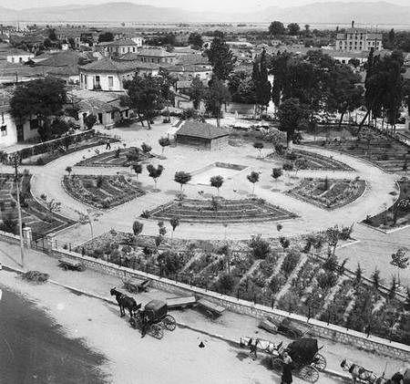 Λάρισα. Ο κήπος των ανακτόρων  (1950)