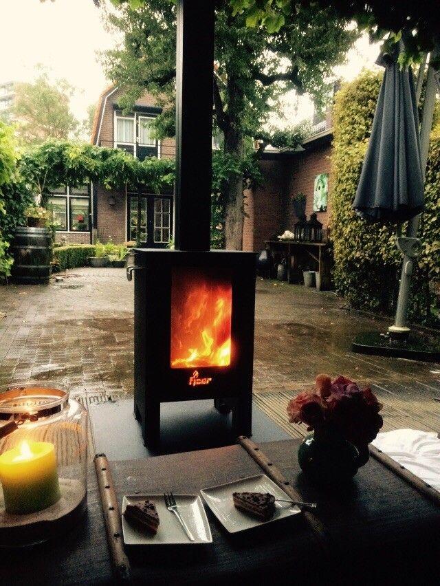 FJOER Doorkijk Kachel! Ideaal voor onder de veranda of in de tuin. De grote ruiten zorgen voor een uniek doorkijkeffect en laten u optimaal genieten van het vlammenspel.