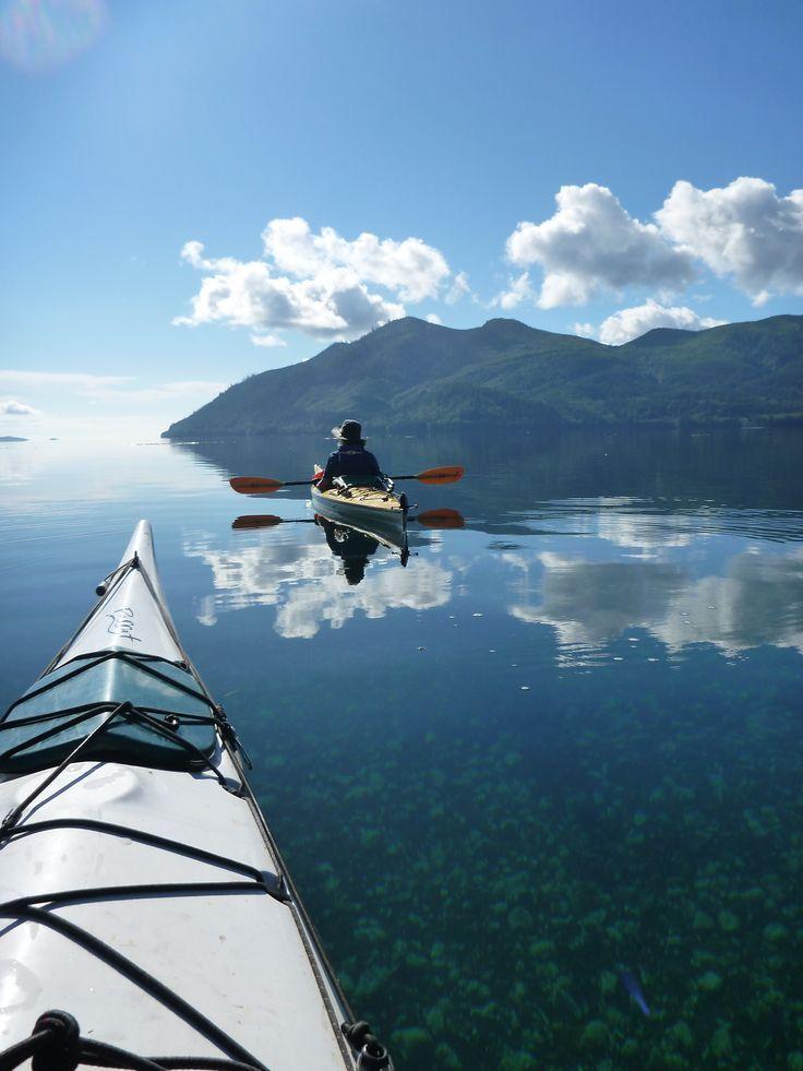 Kayaking in beautiful Haida Gwaii, Canada//