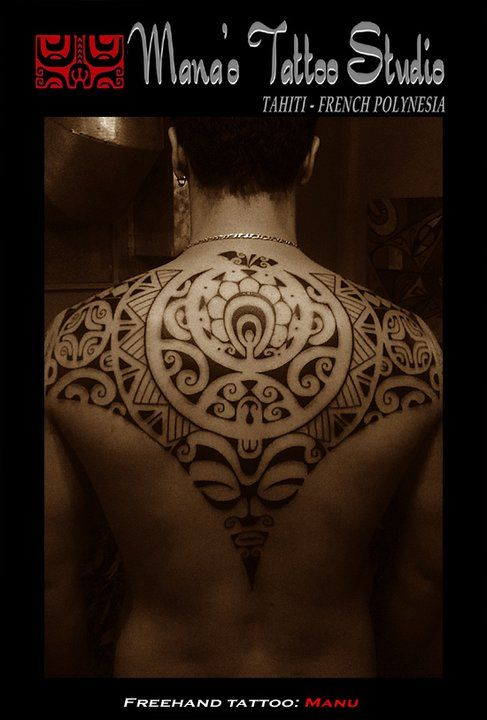 Back Tattoo for Men of a Polynesian Ray pattern with a circular form simulating a apple