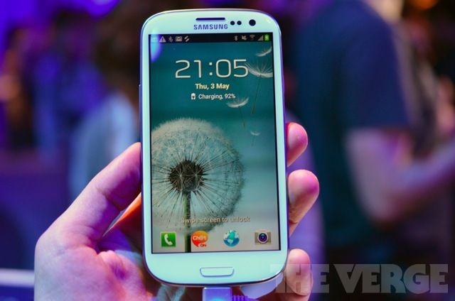 Samsung Galaxy S III hands-on video, pictures, and preview