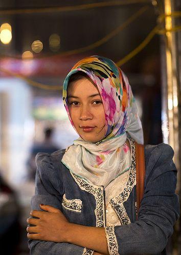 Young Uyghur Woman, Xinjiang, China  Women, World Cultures, Oriental People-4183