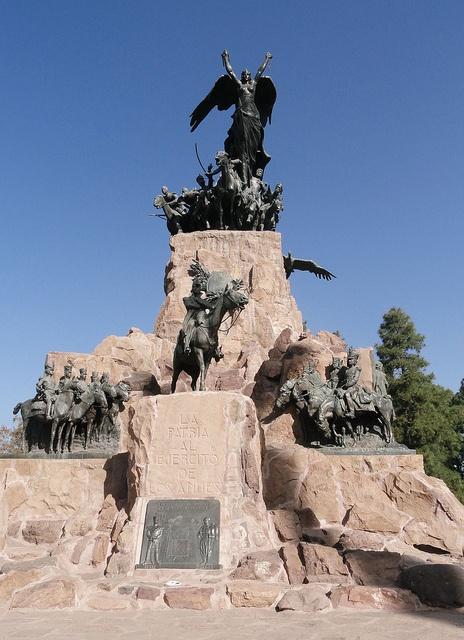 Cerro La Gloria ( Día de la Independencia en Argentina.) Mendoza, Argentina.