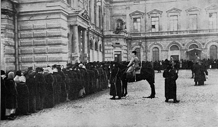 WWI, Feb 1917; Petrograd is starving. Massive queues for food form, despite cold temperatures. Crowds of women sporatically break into stores. -Russian Revolution (@rusrev1917) | Twitter