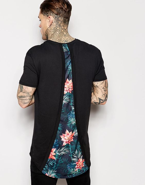 Men with tatto wearing a black tshirt with floral print at its back ⋆ Men's Fashion Blog - #TheUnstitchd