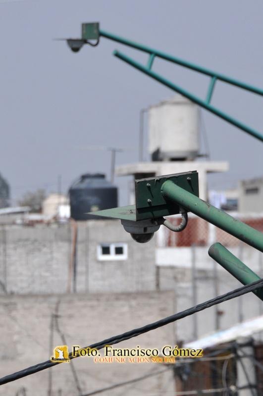 Nezahualcóyotl Méx. 25 Enero 2013. Videocámaras en el cruce de las avenidas A. López Mateos y Chimalhuacán.   Foto. Francisco Gómez