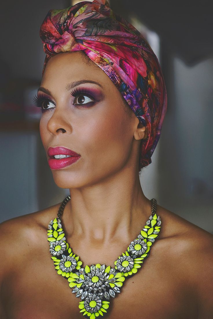 Portrait photoshoot / photography / make up / bright colors / accessories / afro / hair wrap