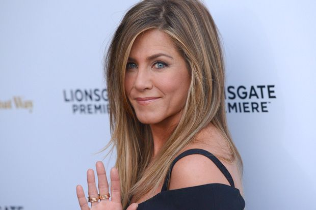 Jennifer Aniston's Wedding Ring Makes Red Carpet Debut in Los Angeles