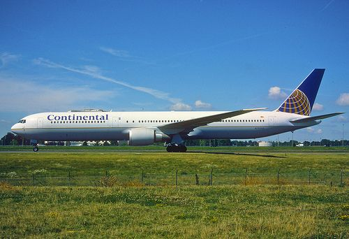 145fz - Continental Airlines Boeing 767-400ER; N76054@CDG;11.08.2001 By Aero Icarus