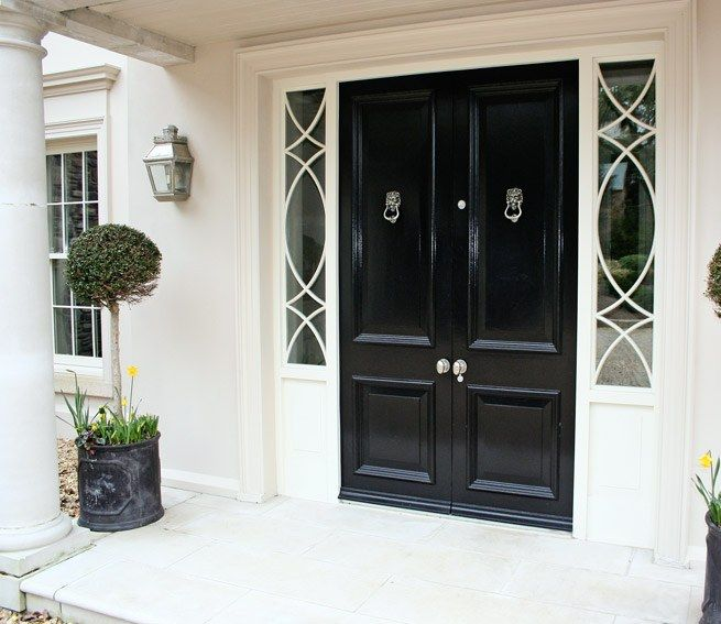 Painted Front Door White Trim Planters In Front Of Side