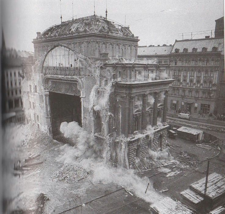 Demolishing the old National Theatre of Budapest, 1964