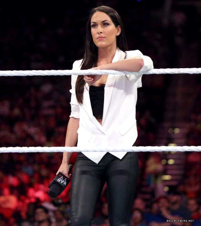 Brie Bella's outfit on WWE Monday Night Raw was spot on!!