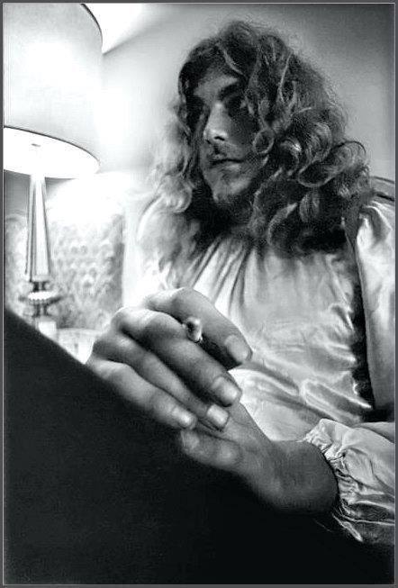 robert plant photographed recently - 442×653