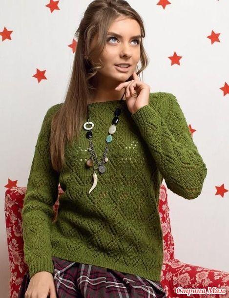 Пуловер узором из ажурных ромбов