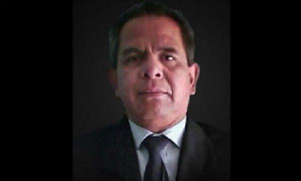"""La Fiscalía General del Estado (FGE) de Puebla informó que existen una orden de aprehensión contra """"una persona que labora en un medio"""" en el que laboraba el periodista Aurelio Cabrera Campos.  A través de un comunicado de prensa, la FGE señaló que el ahora occiso tenía problemas con esa persona, a quien pudo identificar y dar su nombre antes de fallecer.  A continuación el comunicado completo: La Fiscalía General del Estado avanza en la investigación del homicidio de Aurelio C., quien…"""