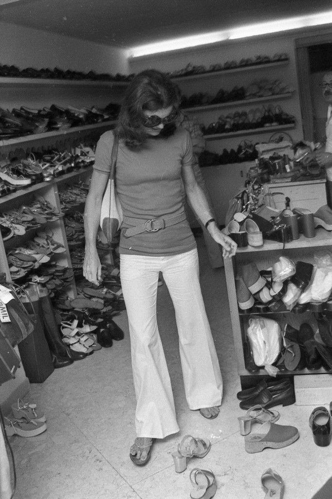 Evgenia Gl Jackies Love For Shoes At Capri Jackie Kennedy Ricordata Da Pizzi A Con Figli E Onis Tutte Le Foto Formiche