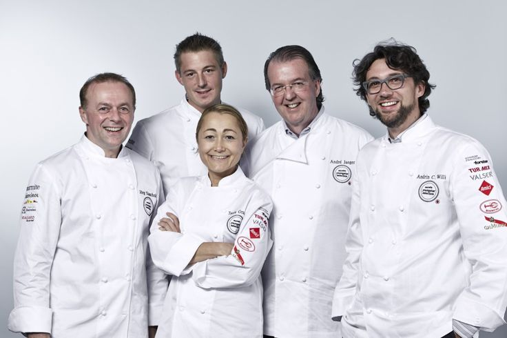 Zum dritten Mal fühlte die Jury, die Kochprofis André Jaeger, Jörg Slaschek, Ivo Adam und marmite-Chefredaktor Andrin C. Willi, der Jungkochszene auf den Puls. Zum ersten Mal bereicherte Tanja Grandits die eingespielte Herrenrunde. Das Finale des #MarmiteYoungster 2014 fand erneut im Electrolux Kochstudio in Zürich statt.