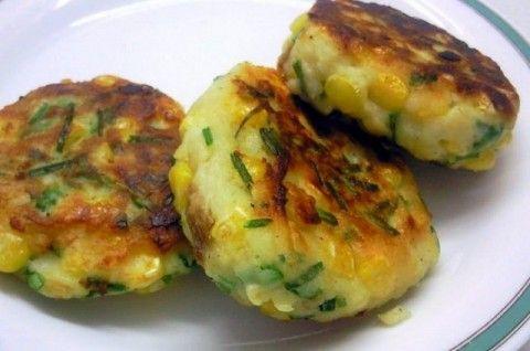 Картофельные котлеты с поджаренным луком и чесноком
