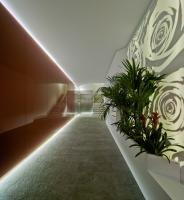 Entra e inspírate con algunas de las mejores ideas de diseño de interiores y decoración de ambientes hechos con la superficie sólida de Krion.