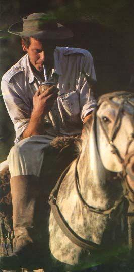 Un gaucho tomando su yerba mate