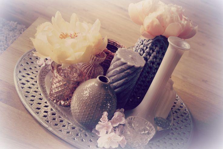 Schaal voor op tafel met mooie decoratie zoals vaasjes, kaarsen en bloemen. Staat super Gezellig!