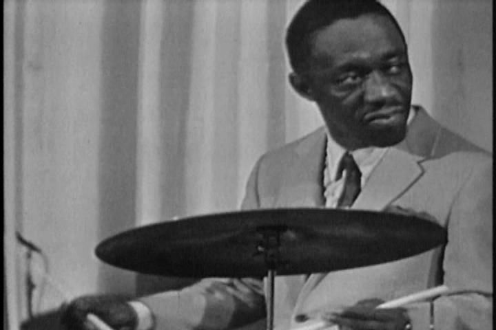 Jazz Icons: Art Blakey - Live in '65 (2009) - posted in Conciertos: Jazz Icons: Art Blakey - Live in 65 (2009) Video: NTSC, MPEG-2 at 8 000 Kbps, 720 x 480 at 29.970 fps | Audio: PCM 2 channels at 1 536 Kbps, 48.0 KHz Genre: Jazz | Label: Naxos | Copy: Untouched | Release Date: 9 Nov 2009 | Runtime: 60 min. | 3,58 GB (DVD5)Jazz Icons DVDs feature full-length concerts and in-studio performances by the greatest legends of jazz, filmed all over the world from the 1950s through the 1970s....