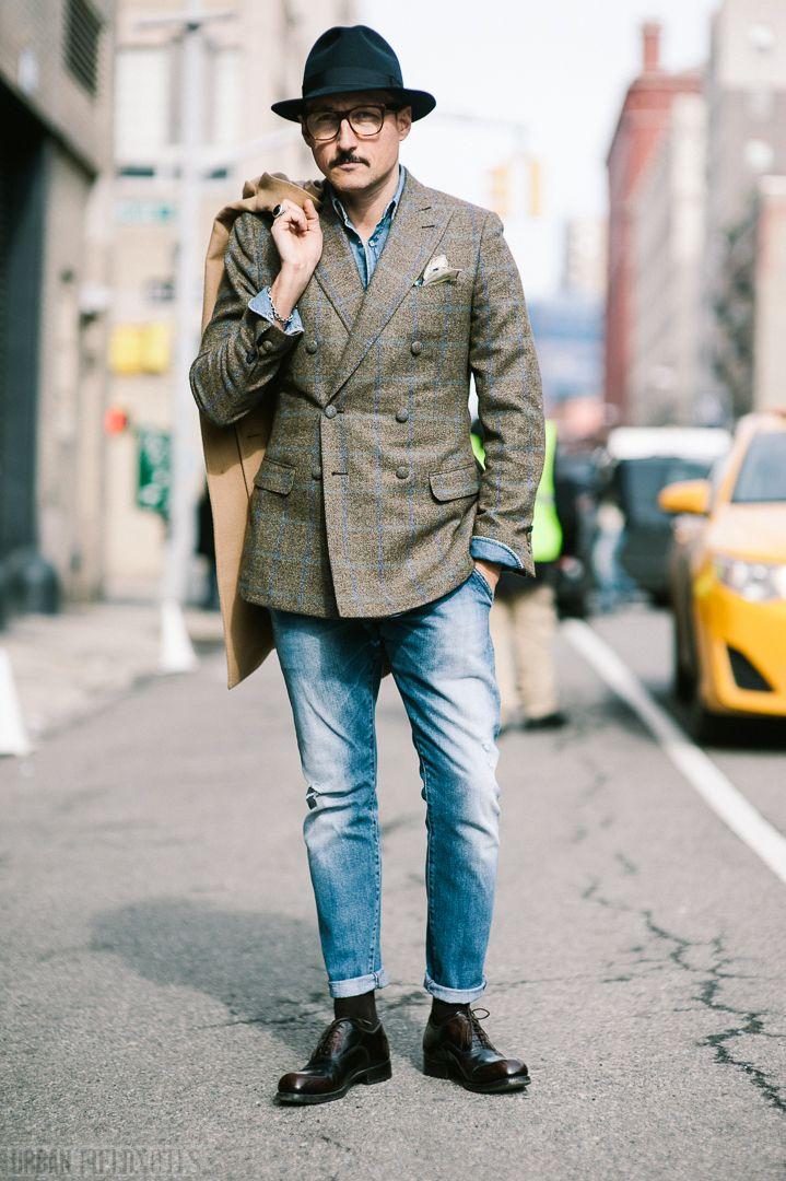 チェック柄ジャケットに色落ちジーンズをあわせたメンズコーディネートスナップ画像