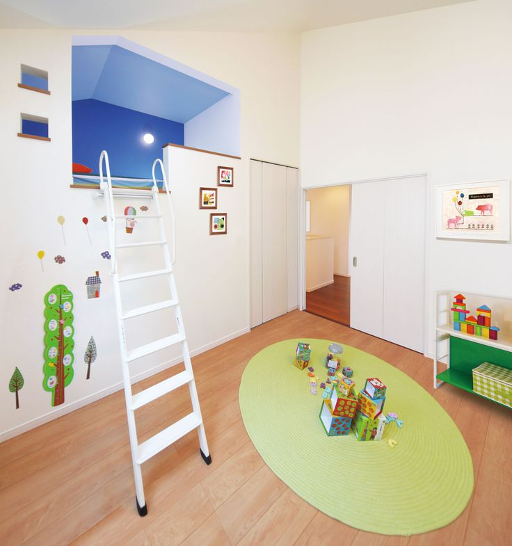 ベッドポケットとロフトベッドを上下に組み合わせ、空間を有効に活用できる洋室。