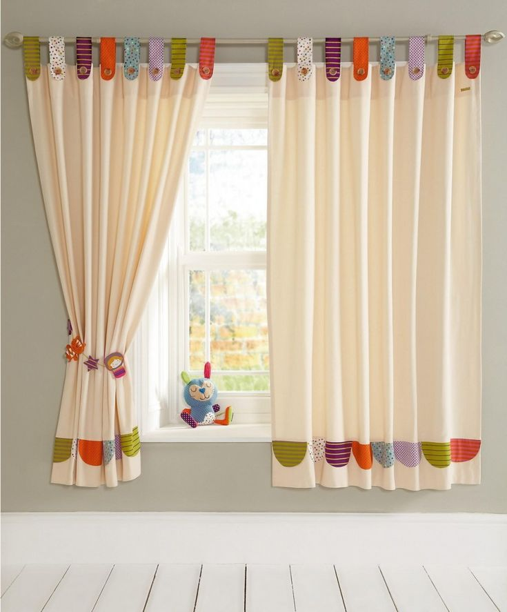 Idea para hacer una cortina lisa y aprovechar retales para decorarla. cortina de…