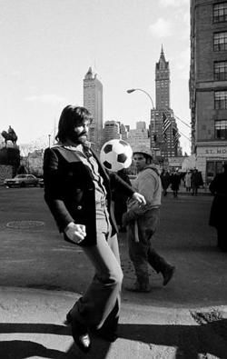 pitchinvasion:    George Best in New York City, 1975.    George Best, suspended superstar of Britain's Manchester United soccer team, exercises near Central Park in New York, Jan. 17, 1975, where he is holding talks that may lead to a place for him in the lineup of the New York Cosmos. (AP Photo/Marty Lederhandler)