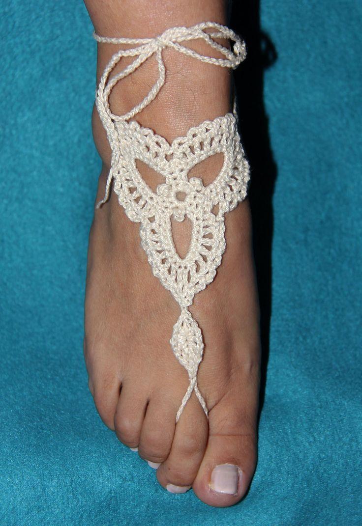 Para esos dias de playa y piscina un bello adorno para tus pies en Crochet.  Visitame y suscribite a mi pagina : tejiendodecorazon.com