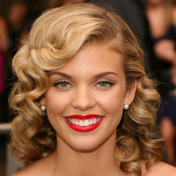 AnnaLynne McCord's Changing Looks - 2009 from InStyle.com