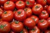 45 - El tomate, los pimientos rojos, la cereza y la sandia entre otras frutas y hortalizas cumplen un papel fundamental en la batalla contra el cáncer de próstata debido a las propiedades antioxidantes del licopeno que estas contienen.