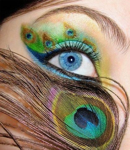 Love the colors of her eye shadow!